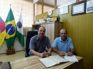 Prefeito_Ademar_Basso_e_o_Vice_prefeito_Iluir_Domingos_Dalmut_na_transmissy_o_de_cargo_1_.JPG